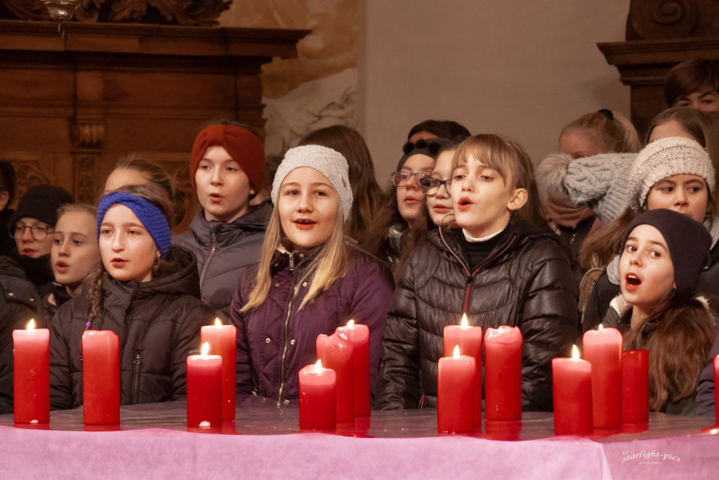"""Advent is a Leuchtn"" – Adventsingen der Musik-NMS Timelkam"