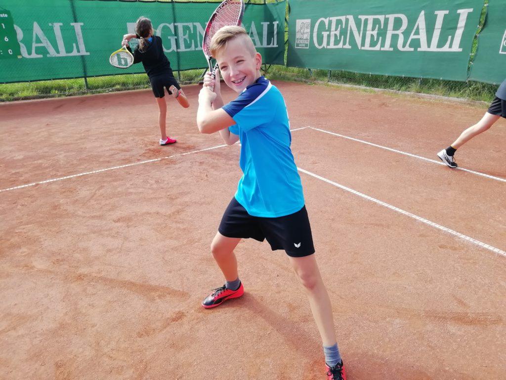 Tennistraining der 3. Sportklasse